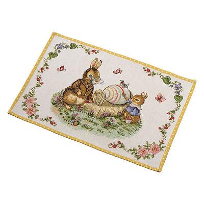 """Villeroy & Boch - Spring Fantasy Podkładka gobelinowa na stół """"Zajęcza Rodzina malująca pisanki"""""""